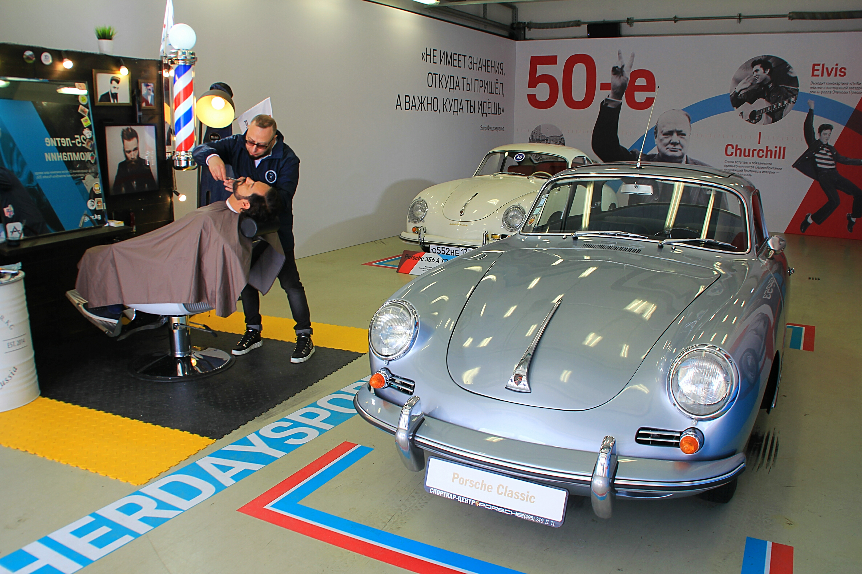 Одни из первых серийных Porsche: 356A и 356B, 50-е годы выпуска.